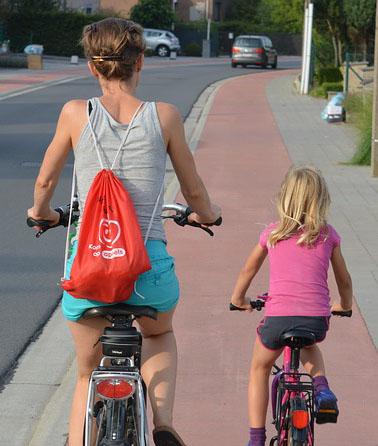 cyclists-885609_640 copy